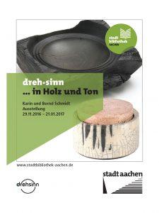 Zwei gedrehte Objekte. Eine Holzschale und eine Raku-Keramik-Dose. Logo der Stadtbibliothek Aachen, der Stadt Aachen und von drehsinn. Hinweis auf die Ausstellung vom 29.11.2016 bis 21.01.2017